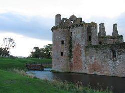 English: Moat at Caerlaverock Castle, Dumfries...