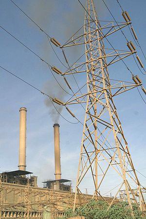 English: Electricity pylon next to the Al-Dour...