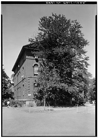 File:Lawrence Hall, Harvard University - 079916pv.jpg ...