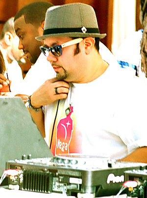 English: Little Louie Vega playing at the Font...