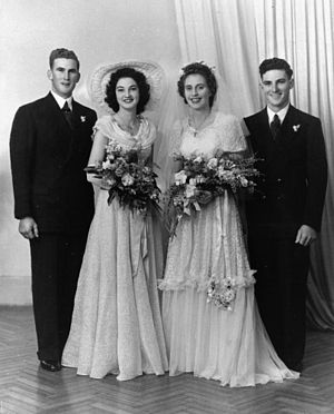 English: Wedding party, 1940-1950