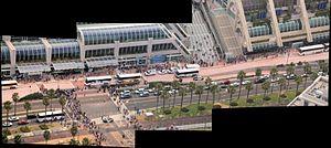 English: Panoramic photo of the people around ...
