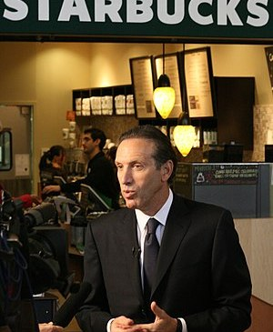 Starbucks Chairman Howard Shultz talks to the ...