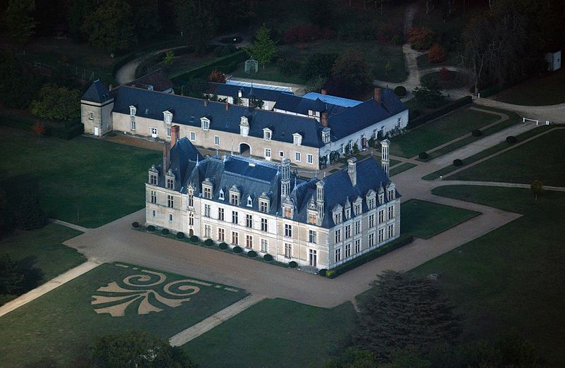 Beauregard castle, aerial view