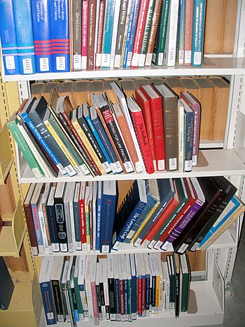 English: Books on legal writing at the law lib...