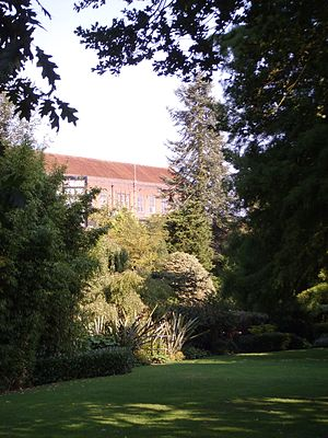 English: Gardens on the Highfield Campus of th...