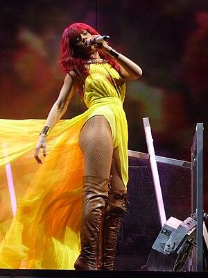 English: Rihanna live at Bankatlantic Center, ...