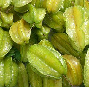 Star fruit (Averrhoa carambola). 中文: 杨桃。