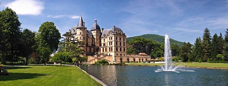 Fichier:Vizille-chateau-panorama.jpg