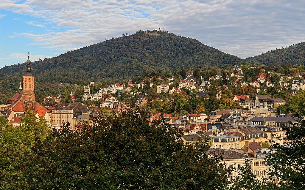 1024px-Baden-Baden_10-2015_img22_View_from_Kurpark Wellness break termale con HomeAway