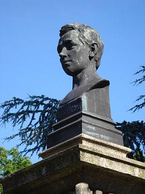 buste Rimbaud, place de la gare Charleville-Mé...