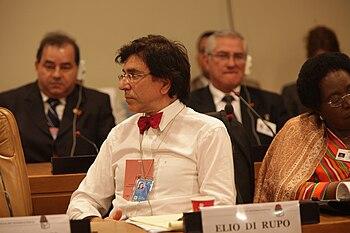 English: Elio Di Rupo at a 2009 Socialist Inte...
