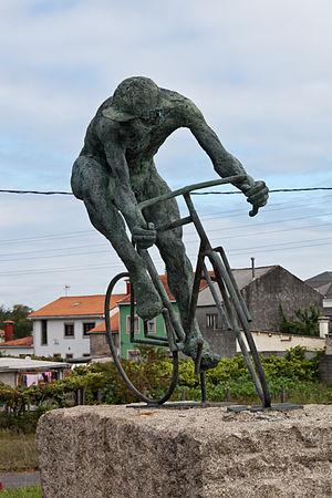 English: Tribute to the cyclist, Extramundi, P...