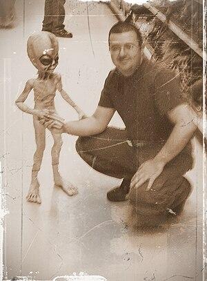 English: Alien Contact