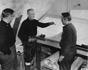 English: Rear Admiral Richard Byrd, center, ex...