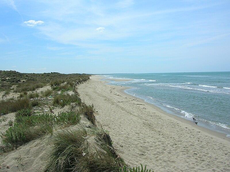 File:Spiaggia del Gombo.JPG