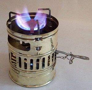 English: Svea 123R stove with windscreen and a...