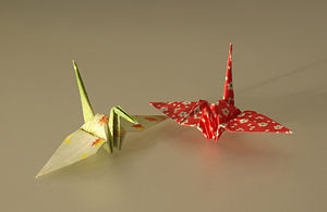 English: Cranes made by Origami (Washi paper)....