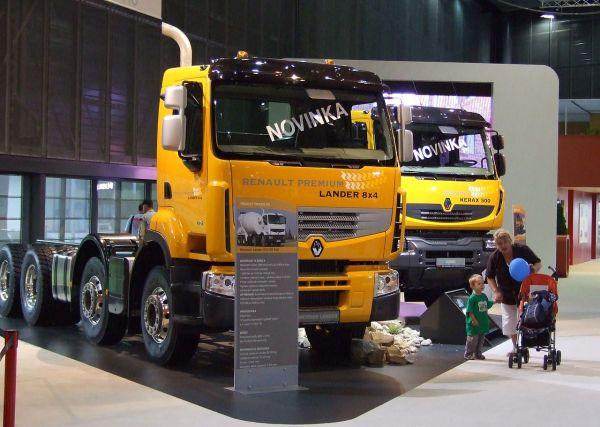 File:Brno, Autotec 2008, nákladní automobily Renault ...