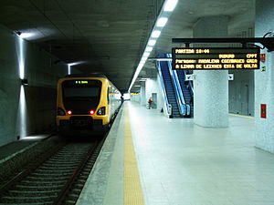 Espinho_train_station_platform