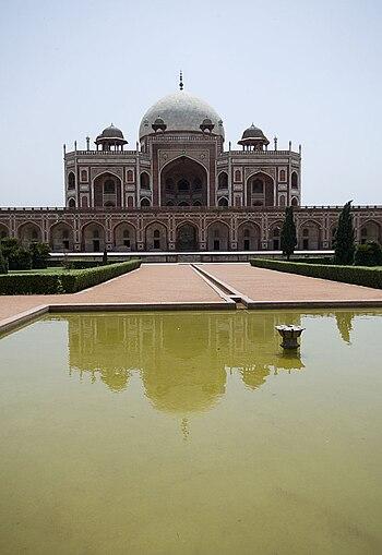 English: Humayun's Tomb in New Delhi, India: T...