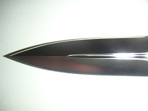 English: Picture of a spear-pointed knifeblade...