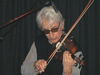 Der australische Geiger Jon Rose beim Konzert ...