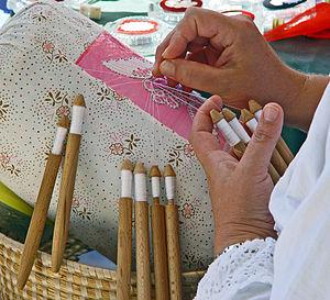English: Making bobbin lace in Dubrovnik