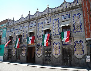 English: Facade of the Uriarte Talavera potter...