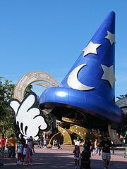 Maqueta gigante del sombrero de El aprendiz de brujo, en Disney World.