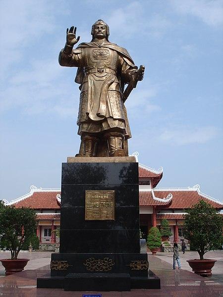 Tập tin:Tượng đài Quang Trung tại Bảo tàng Quang Trung.JPG