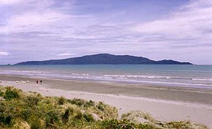 English: Kapiti Island seen from Waikanae Beac...