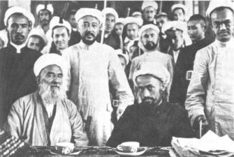 File:Khotanlik ulama in 1933, muhammad amin bughra wearing black in foreground.jpg