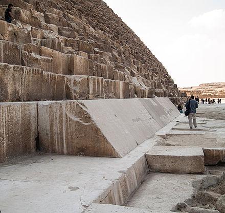 """Všetky významnejšie pokroky v hľadaní tajných komôr v Gíze a stratených vedomostí o veľkých pyramídových staviteľoch Egypta zmaril """"kráľ pyramíd,"""" impozantný a Uhlík odhalí: Pouhých 200 mikrogramů vzorku stačí moderním hmotnostním."""