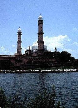 La corona de las mezquitas, Taj-ul-Masajid de Bhopal