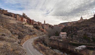 Acceso a Albarracín por la carretera provincial