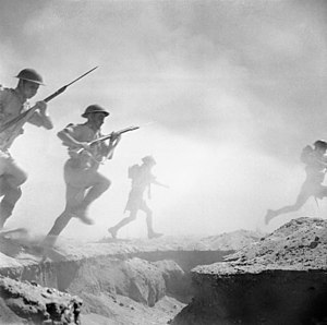 English: El Alamein 1942: British infantry adv...