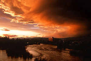 English: The Clark Fork River flows through do...