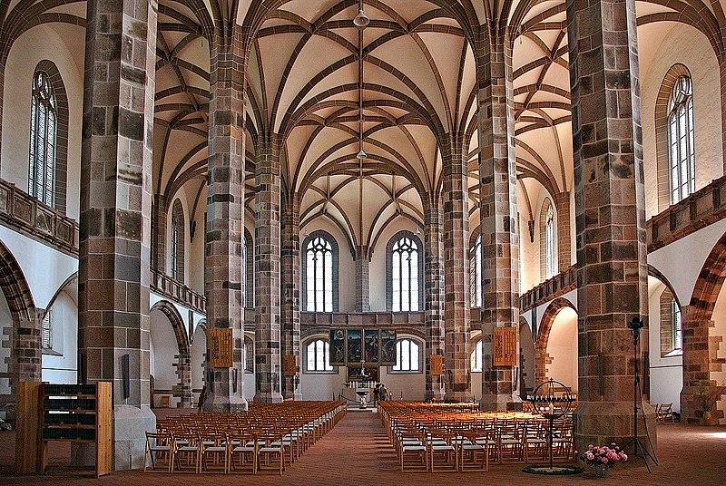 Wnętrze kościoła halowego (kościół św. Wolfganga w Schneeberg w Saksonii)