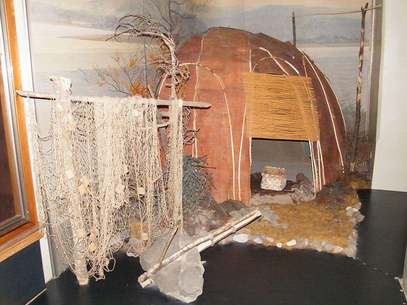 File:Летнее нанайское жилище.JPG