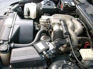 File:Bmw 316 e36 engine bay5jpg  Wikimedia Commons