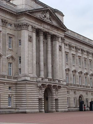 English: Buckingham Palace in London Español: ...