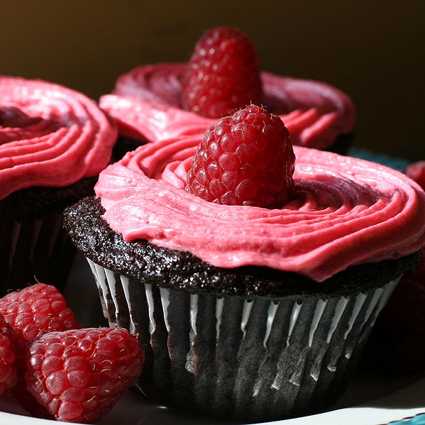 File:Chocolate Cupcakes with Raspberry Buttercream detail.jpg