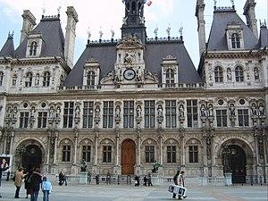 En face de la mairie de Paris