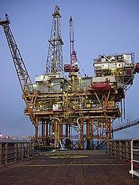 石油平台是用来在海上钻井和开采石油的