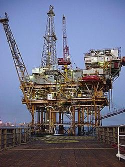 Plataforma marinha de extração do petróleo