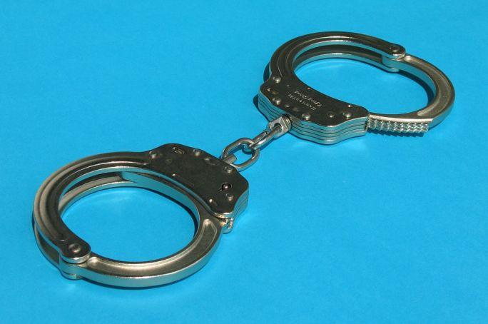 Handcuffs01 2008-07-27