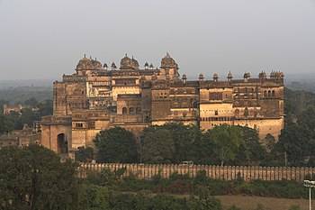 English: Jahangir Mahal and Raja Mahal, Orchha...