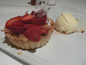 Strawberry tart with honey ice cream