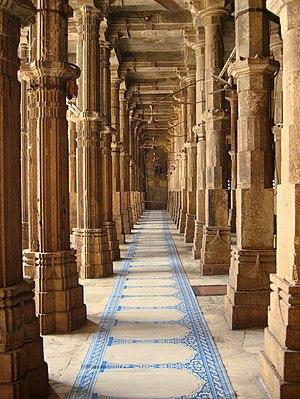 English: Pillars inside the Jama Masjid (Frida...